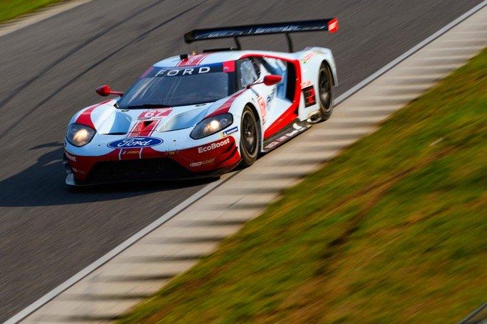 Die Ford GT fahren im Lime Rock Park zum Sieg und auf Rang drei für Dirk Müller