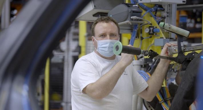 Video: Schutzmaßnahmen in der Produktion bei SKODA AUTO