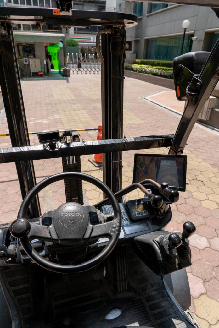 VIA Mobile360 AI Sicherheits-Kit verhindert Unfälle in Logistikzentren mit intelligenten Funktionen