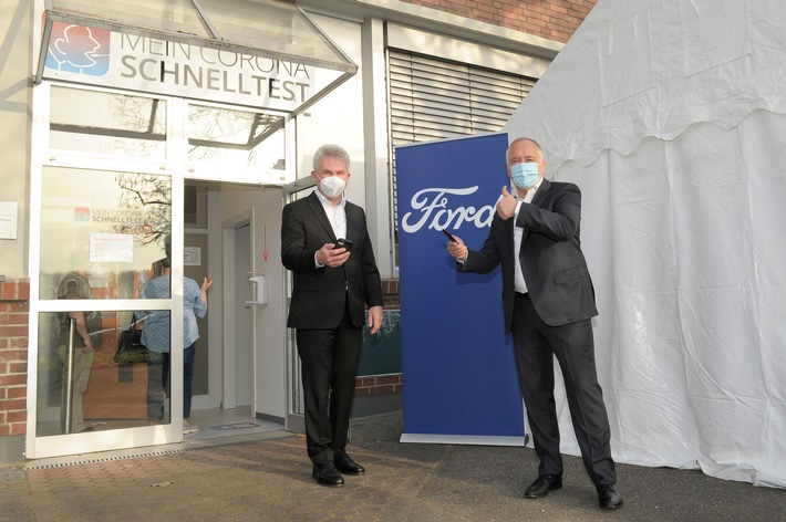 Minister Pinkwart zum Schnelltest bei Ford