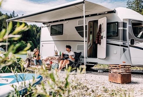 Last-Minute-Ziele für Camper in der Hochsaison – online reservieren Freie Plätze bei PiNCAMP direkt buchbar /Buchungslücken der ADAC Wohnmobilvermietung nutzen Auf Campingplätzen mit der CKE sparen