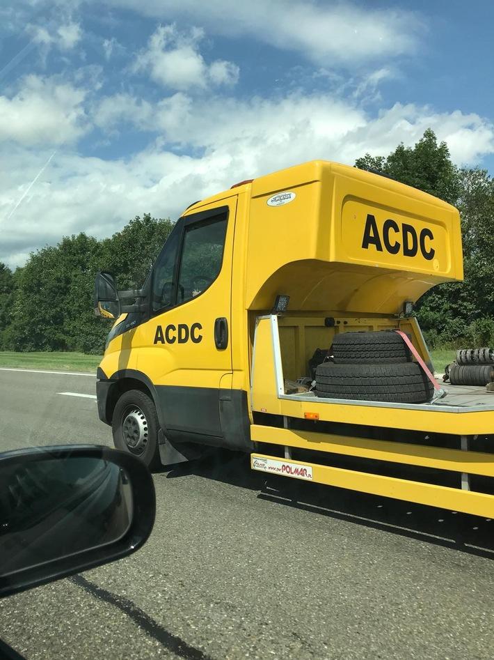 Achtung Abzocke: Falsche Pannenhelfer wieder in Ost- und Südosteuropa unterwegs Störsender verhindern Anruf bei ADAC Auslandsnotrufstation ADAC Partnerclubs helfen vor Ort