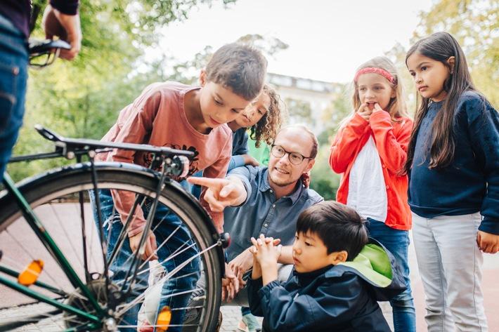 Wissen bringt Sicherheit: Fünf Forscherideen, die Kindern helfen, den Straßenverkehr besser zu verstehen