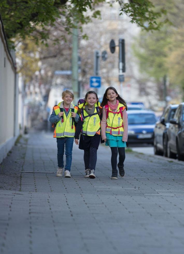 Sicher und sichtbar zur Schule mit den Angeboten der ADAC Stiftung / Auf verkehrshelden.com werden verschiedene Materialien für zur Verfügung gestellt, um den Schulweg so sicher wie möglich zu machen